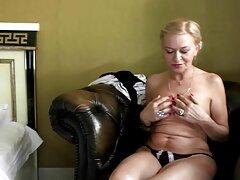 Chica pelirroja frota el coño por la noche videos caseros señoras en la oficina!