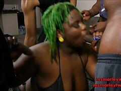 Aburrido MILF entrenando con sus pechos videos caseros de sexo con maduras