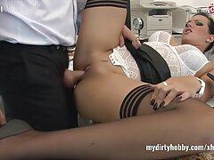 Rubia Leah secretamente folla con sus porno casero maduras xxx compañeros de tortura.