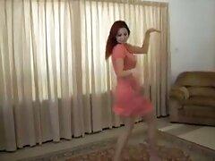 Rubia Aston rubia se porno casero mexicano maduras desnuda en la cama con ropa, zapatos de tacón alto.