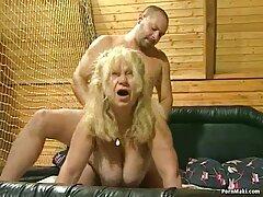 A la esposa de Hendrix le encantaba burlarse de una polla gorda. maduras porno casero