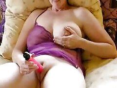 Chica del tatuaje sexo casero de veteranas pequeño